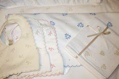 Fralda em algodão bordada com bastidos e garanitos.