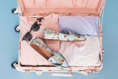 Packing Tips 12 Not so Obvious Items You Shouldn t Travel Without: Confused about what to pack for travel? Here are my packing tips that will help you pack everything you need for your vacation. Carry On Packing, College Packing, Packing For Europe, Packing Tips For Travel, Travel Essentials, Packing Hacks, Suitcase Packing, Travel Suitcases, Travel Hacks