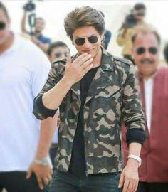 Shahrukh Khan Raees, Richest Actors, Sr K, Mahesh Babu, Sara Ali Khan, King Of Hearts, Actress Pics, Couple Photography Poses, Aishwarya Rai