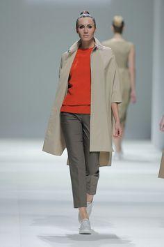 Tot-hom_SS15_31 #tothom #pretaporter #elegancia #modamujer #moda #fashion #desfile #ss15 #Barcelona #Madrid #tendencia #model #modelo #minimal #lineasrectas #abrigosanchos #pantalon #vestido #oversize #troquelada #colorpastel #colorvivo