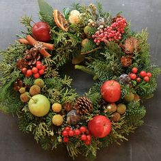 Some beautiful wreaths on this site. Christmas Door Wreaths, Christmas Mood, Christmas Makes, Christmas Design, Holiday Wreaths, Christmas Crafts, Christmas Ornaments, Wine Cork Wreath, Corona Floral