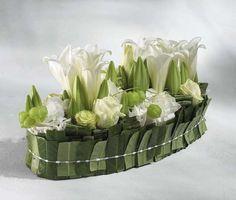 Wedding Centerpieces, Floral Arrangements and Boutonnieres Creative Flower Arrangements, Vase Arrangements, Beautiful Flower Arrangements, Deco Floral, Arte Floral, Floral Design, Art Floral Noel, Table Verte, Fleur Design