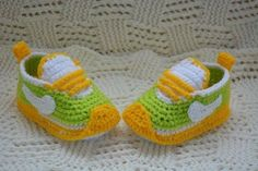 These adorable handmade crocheted baby shoes make a great Crochet Baby Boots, Booties Crochet, Crochet Shoes, Crochet Slippers, Cute Baby Shoes, Baby Boy Shoes, Baby Boy Booties, Baby Shoes Pattern, Baby Sneakers