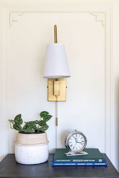 plug-in wall sconces in the guest bedroom Small Picture Frames, Picture Frame Molding, Modern Office Design, Office Interior Design, Office Designs, Home Decor Online, Diy Home Decor, Ceiling Fan Installation, Parisian Architecture