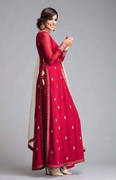 Burgundy High slit kurti with side pleated palazzo and contrast peach dupatta. Pakistani Dress Design, Pakistani Dresses, Indian Dresses, Indian Outfits, Eid Outfits, Western Outfits, Indian Attire, Indian Wear, Indian Designer Outfits