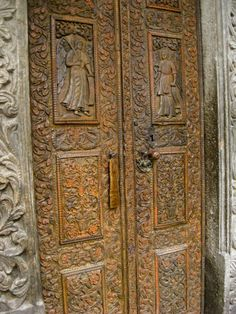 Ornate carved wood door at Stavropoleos Church – Bucharest Door Images, Knobs And Knockers, Vintage Doors, House Doors, Byzantine, Doorway, Wood Doors, Art World, Gate