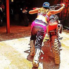 5 Types of Women that Ride Motorcycles (Infographic) Motocross Girls, Motocross Helmets, Lady Biker, Biker Girl, Harley Davidson Photos, Dirt Bike Girl, Biker Clubs, Motorcycle Types, Types Of Women
