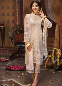 Buy Leading Designer Suits online perfect for Weddings and traditional occasions. Choose from our wide collection of Leading Designer Suits and ace the luxurious look at any party at affordable prices. Pakistani Fashion Party Wear, Pakistani Formal Dresses, Pakistani Wedding Outfits, Bollywood Fashion, Indian Dresses, Indian Outfits, Indian Fashion, Emo Outfits, Punk Fashion