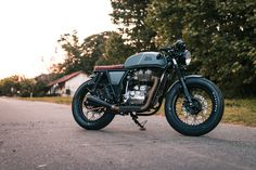 Cafe Racer Bikes, Cafe Racer Motorcycle, Cafe Racers, Gt Continental, Royal Enfield Wallpapers, Royal Enfield Bullet, Bobber, Cars And Motorcycles, Vehicles