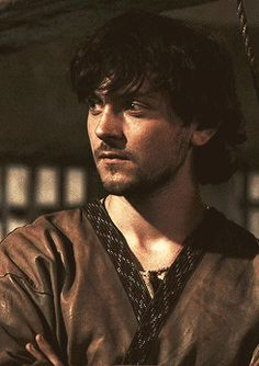 George Blagden aka Athelstan in Vikings. When his hair has grown out of the tonsure, he is beautiful!
