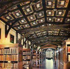 """Il bellissimo soffitto della """"Bodleian Library"""", una delle moltissime biblioteche della Università di Oxford."""