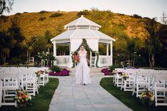 wedding ceremony, white wedding folding chairs, https://partypleasersblog.wordpress.com, http://instagram.com/partypleasers,
