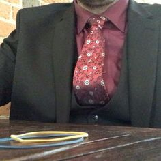'Quick rubber band trick with Craig backstage while he waits to perform at today's wedding. Two bands changing places! #weddingentertainment #weddingmagician #weddingmagic #wedding2017 #wedding2018 #eventplanner #eventplanning #eventprofs #magic#slightlyunusual #sleightofhand #closeupmagic #closeupmagician #rubberbands #elasticbands' by @slightly_unusual_illusionists. What do you think about this one? @lightspeedmarketing @venueelior @charlottehaining @conviviumcatering @houseofhough…