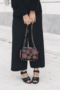 Ruffled_Sleeves_Jumper-Black_Culottes-Dune_Sandals-Beaded_Bag-Outfit-Collage_Vintage-Street_Style-31