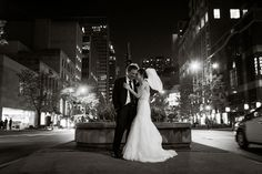Chicago bride and groom    Warwick Allerton Hotel Chicago | Nicole Defilippis Photography