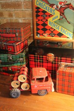 love those vintage lunch boxes