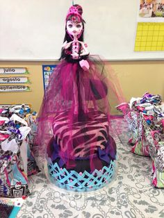 Monster High birthday cake for Emma!