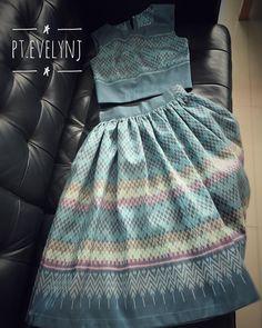 """ProjectT_by_EvelynJ on Instagram: """"Gracefully 😊✨💫 @pt.evelynj  SH002 เสื้อครอปผ้าฝ้ายทอมือ 4 ตะกอ ลายคลาสสิค ปูผ้ากาวทั้งตัว ขนาด: ตัดตามไซส์คุณลูกค้า ราคา: 1,250 บ.…"""""""