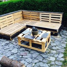 Used pallet furniture