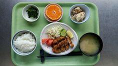 12月14日。ヒレカツ、おから、ほうれん草のごま和え、里芋と葱の味噌汁、みかんでした!ヒレカツが特に美味しかったです!642カロリーです