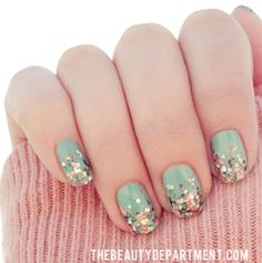 Fall Nail Art Trends to Start Wearing Now Glitter fade. 12 Fall Nail Art Trends to Start Wearing Now via Brit + Co. 12 Fall Nail Art Trends to Start Wearing Now via Brit + Co. Love Nails, How To Do Nails, Pretty Nails, Fun Nails, Korean Nail Art, Korean Nails, Nail Art Paillette, Nail Art Designs, Nails Design