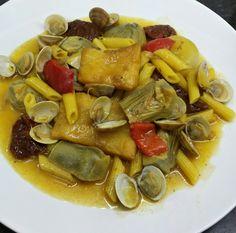 GUISO DE MACARRONES CON ALCACHOFAS / ALMEJAS Y BACALAO CBF@     Un guiso muy nutritivo y completo, la pasta es un buen complemento a es...