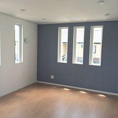 家族の、ベッド周り/アクセントクロス/グレーの壁/サンゲツの壁紙についてのインテリア実例。 「2階の寝室です。少し...」 (2017-07-06 15:40:25に共有されました) Garden Entrance, Through The Window, Glass Panels, My Room, Scandinavian Design, Home Interior Design, Things That Bounce, Bedroom Decor, Flooring