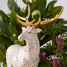 NEW in 2017 Deer / Elk is painted in Vieux Herend (VHOR) Gold Fish scale design. This fishnet or fish scale pattern is a typical motif of the Herend. It can be ordered in 14 different VH (fishnet/fish scale) colors. Porcelain Skin, Cold Porcelain, China Porcelain, Coffee Drawing, Scale Design, Oh Deer, Porcelain Jewelry, Woodland Creatures, Colorful Furniture