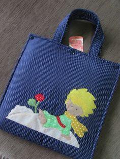 Bolsa em tecido para Livro Jardim Secreto com aplique O Pequeno Príncipe (patchapliquê) <br>Sob encomenda, estampas à combinar. <br>Consulte prazo de confecção e valor de frete