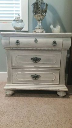 Night stand done in Dixie Belle Drop Cloth chalk paint https://www.facebook.com/fancythatfurnishings