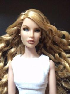 Taylor-swift-Doll-OOAK-on-IT-Fashion-Royalty-Doll-Rayna-go-home