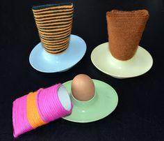 Eierwärmer aus Papprollen und Wolle basteln