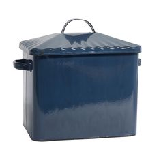 Keep your bread fresh with this Madame breadbox from Nordal. Rustic blue in colour it features a matching lid with two practical handles on the side. Generously sized it's perfect for keeping bread