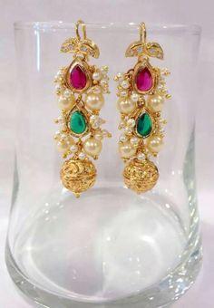 Beautiful earings Gold Jhumka Earrings, Gold Earrings Designs, Gold Jewellery Design, Indian Wedding Jewelry, Indian Jewelry, Bridal Jewelry, Light Weight Gold Jewellery, Simple Earrings, Ear Rings