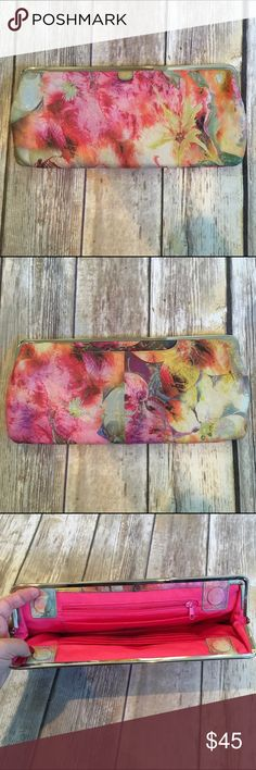 HOBO international floral leather clutch HOBO international floral leather clutch. This stunning clutch is a perfect addition to your summer wardrobe. Beautiful floral print with silver hardware. In perfect condition! Measurements soon HOBO Bags Clutches & Wristlets