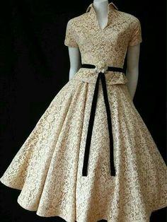 Vintage Fashion: gorgeous cream lace dress with black ribbon belt. Vestidos Vintage, Vintage Dresses, Vintage Outfits, Vintage Clothing, Lace Clothing, Rockabilly Clothing, Vintage Jewelry, Look Fashion, Retro Fashion