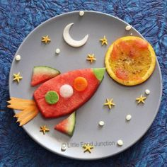 50 Kids Food Art Lunches - Mission to Mars Food Art For Kids, Cooking With Kids, Fruit Art Kids, Cooking Tips, Toddler Meals, Kids Meals, Food Art Lunch, Food Work, Amazing Food Art