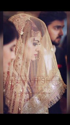 Wedding Tips To Make Your Special Day Even Better Bridal Dupatta, Bridal Mehndi Dresses, Pakistani Wedding Outfits, Bridal Dress Design, Pakistani Bridal Dresses, Wedding Dresses For Girls, Bridal Outfits, Bridal Poses, Bridal Photoshoot
