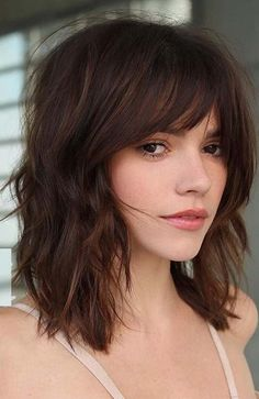Textured Medium Length Hairstyles With Wispy Bangs ❤ No matter how you style medium hairstyles with bangs, they will always look stunning! Bear this thought in mind when you visit your stylist next time! length Hair 30 Perfect Medium Hairstyles With Bangs Cute Medium Length Hairstyles, Bangs With Medium Hair, Medium Long Hair, Medium Hair Cuts, Short Hair Cuts, Medium Hair Styles, Curly Hair Styles, Shoulder Length Hair Cuts With Bangs, Haircut For Medium Length Hair