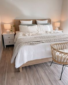 Bedroom Inspo, Bedroom Decor, Bedroom Inspiration, Modern Chic Decor, Seaside Cottage Decor, Guest Bedrooms, Master Bedroom, New Room, Decoration