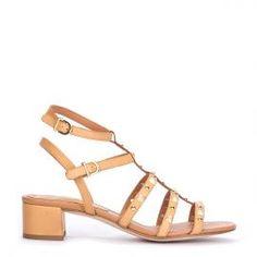Sandalia piel tachuelas Pedro Miralles en piel camel  #madeinspain  #pedromiralles #flat #shoes #shoeporn #style #trends #ss16 #shoes #calzado