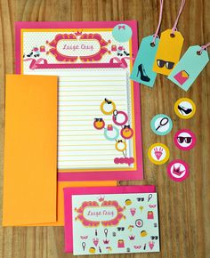 Kit menina com papel carta, envelope,cartões sociais, tags e etiquetas  #papelariapersonalizada #stationary #blocopersonalizado #dayusepapelaria