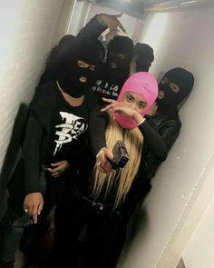 píntєrєѕt//@nikeplvg Estilo Gangster, Gangster Girl, Sister Wallpaper, Girl Wallpaper, Girl Gang Aesthetic, Bad And Boujee, Photoshoot Themes, Mask Girl, Funny Vid
