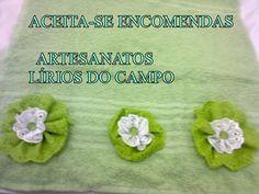 TOALHA DE ROSTO com aplicação de flores de bordado inglês e pedraria no miolo!!!