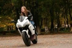 Must-read tips before buying a motorcycle jacket - Info Services Motorcycle Jacket, Reading, Jackets, Stuff To Buy, Down Jackets, Reading Books, Jacket, Biker Jackets