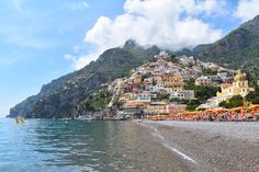Positano is a beautiful beach town in Italy, famous for its colorful buildings, excellent restaurants and ideal location on the Amalfi Coast!