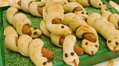 Hotdog Snakes - Recipes - Best Recipes Ever - These are so much fun to eat and quite the crowd-pleaser. Serve withCurly Hotdog Snakes - Recipes - Best Recipes Ever - These are so much fun to eat and quite the crowd-pleaser. Serve with Party Food For Adults, Adult Party Themes, Halloween Party Themes, Adult Halloween, Halloween Appetizers, Parties Food, Birthday Party Snacks, Snacks Für Party, Dog Snacks
