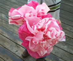 Valentine's Day Craft Ideas :: Make These Pink Paper Flowers!