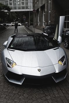 Lamborghini Aventador Roadster.  Gorgeous. Absolutely gorgeous!!! - LGMSports.com