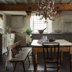 A country kitchen isn't complete without antique and reclaimed finds which will instantly add character to the space and give it that lived-in feel that so many of us crave in a cottage kitchen. Country Kitchen Designs, Rustic Kitchen, Primitive Kitchen, Kitchen Country, Country Farmhouse, Country Charm, Farmhouse Decor, Vintage Farmhouse, Rustic Cottage Decorating